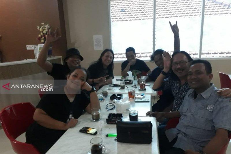 Mantan vokalis Boomerang Roy dapat dukungan maju Pilkada Surabaya