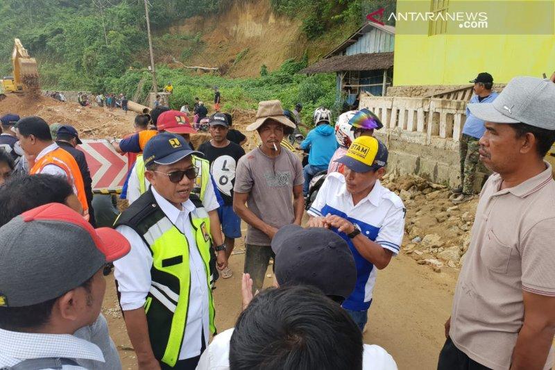 Jalan trans Sulawesi amblas  sudah bisa dilalui