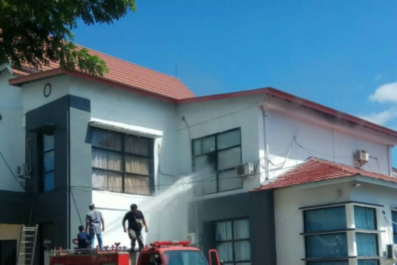 Kantor Bappeda Sulawesi Barat terbakar
