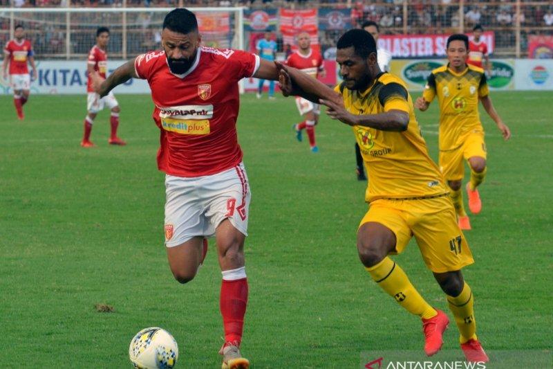 PERSERU BADAK LAMPUNG FC BERMAIN IMBANG MELAWAN BARITO PUTERA