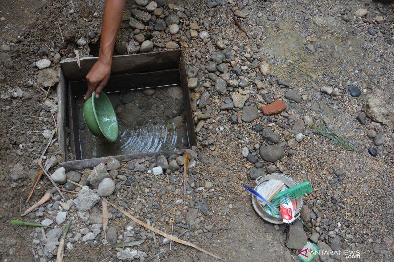 Kekeringan dan kesulitan air bersih di Jombang