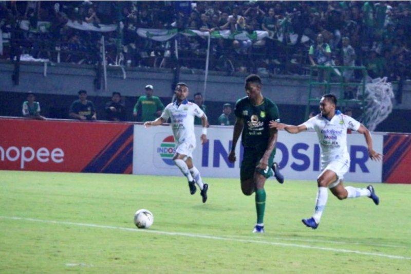 Gilas Persib 4-0, Persebaya ke papan atas klasemen Liga 1
