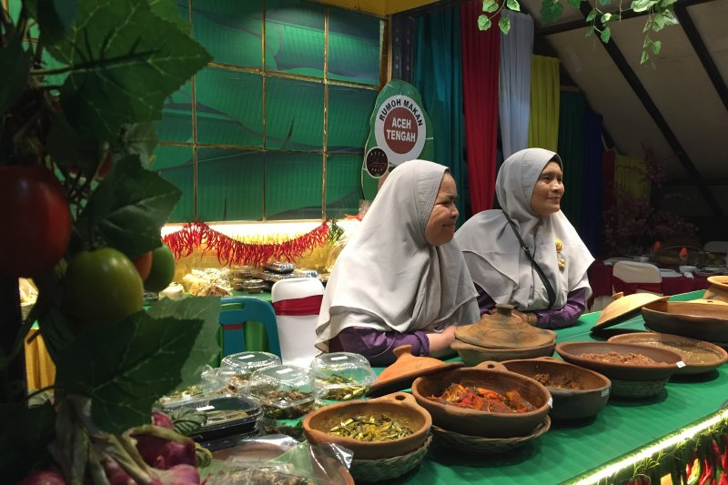 Peserta Famtrip Kjri Johor Bahru Menikmati Kuliner Khas Aceh