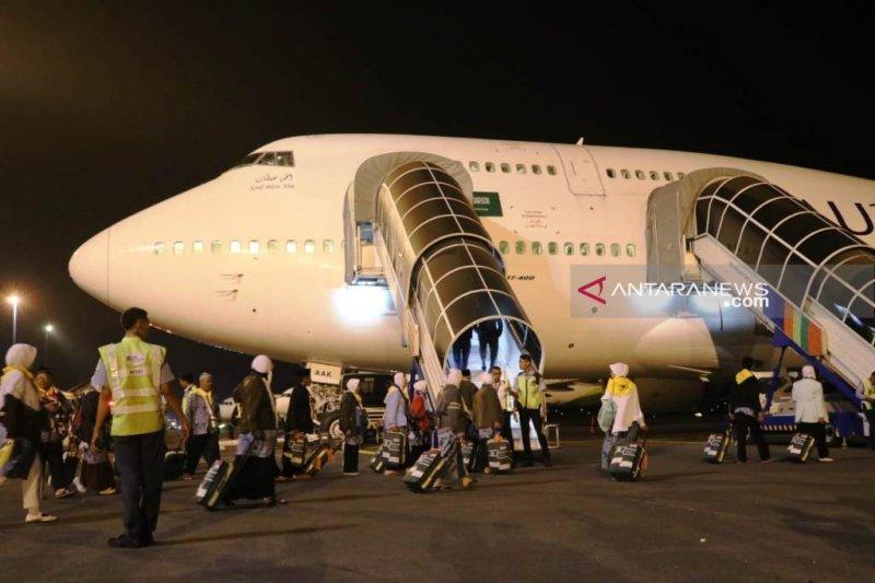 Belum divaksin, satu calhaj Surabaya keberangkatannya tertunda