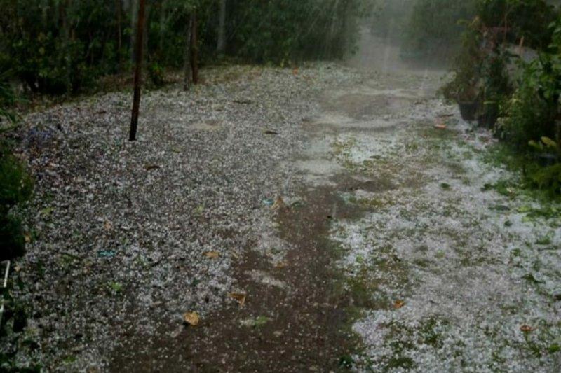 Hujan es sebesar kelereng landa lima desa Aceh Tengah