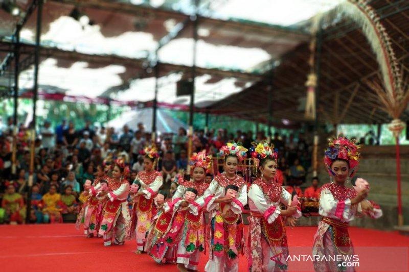 Anak-anak Betawi pentaskan tari dan lagu di pesta kesenian Bali