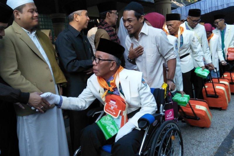 Mataram berangkatkan 450 calon haji kloter tiga