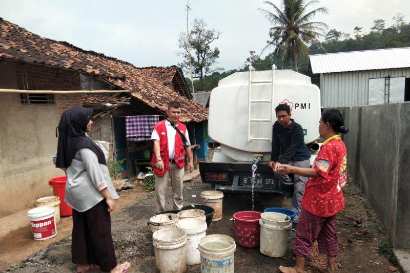 PMI Lampung distribusikan air bersih kepada warga