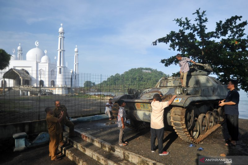 Hibah tank bersejarah operasi Trikora di Pantai Padang
