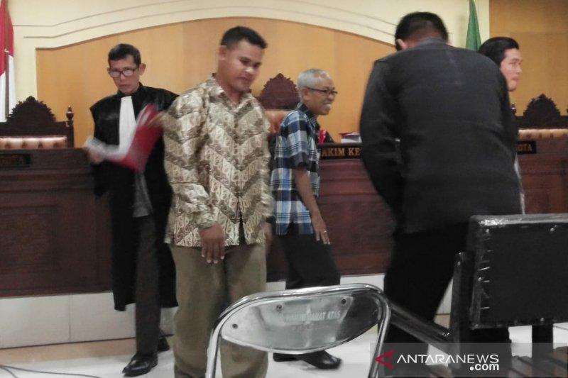 Aparat penegak hukum ikut menerima bingkisan lebaran Pemkab Lombok Timur