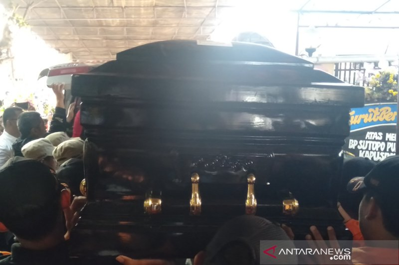 Jenazah Sutopo Purwo Nugroho tiba di rumah duka