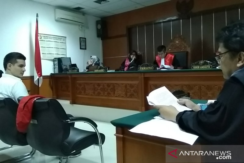 Sinetron hidup pecandu narkoba di Indonesia