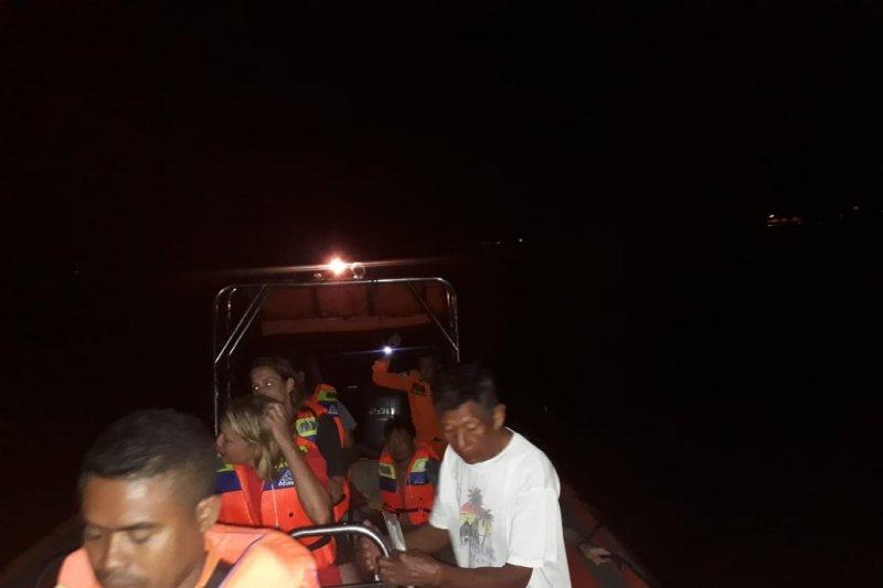Basarnas selamatkan lima wisatawan Jepang korban kapal tenggelam