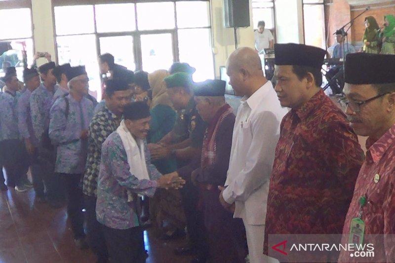 Di Gedung Nari Graha, Renon, ribuan calon haji Bali dilepas