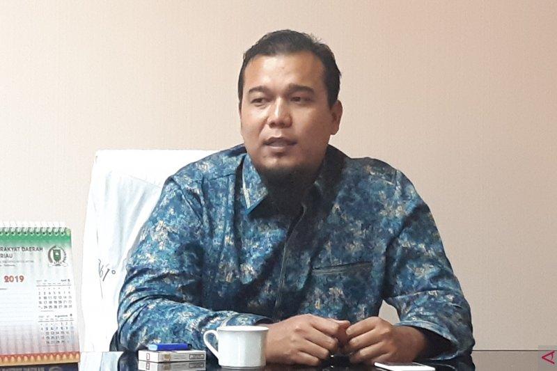 Sekretariat DPRD Riau diminta tertibkan akses kunjungan tamu ke gedung dewan