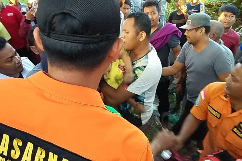 Bocah masuk lubang paku bumi dievakuasi Basarnas Palembang