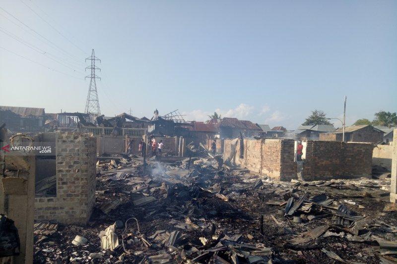 Deru jenguk korban kebakaran di Palembang