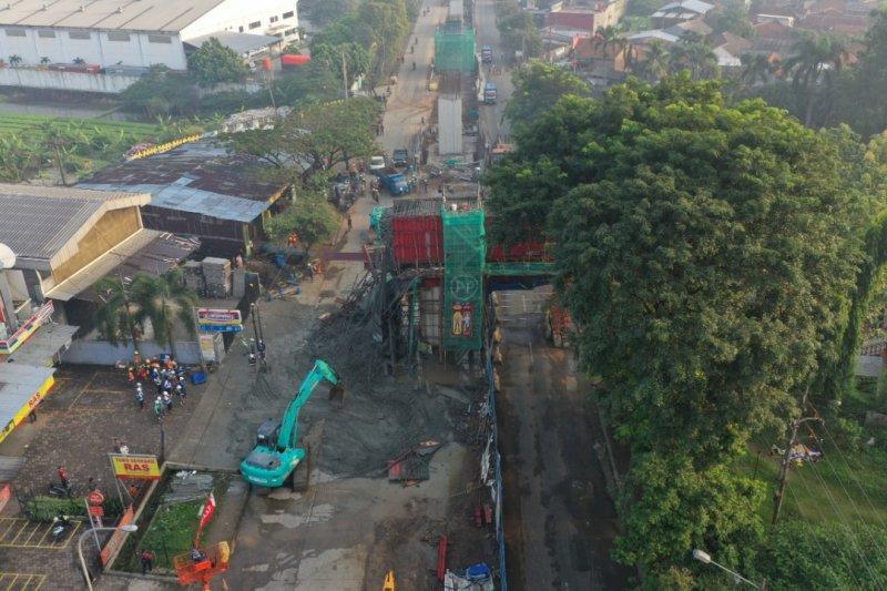 Cor beton proyek Tol BORR tumpah, lalu lintas dialihkan