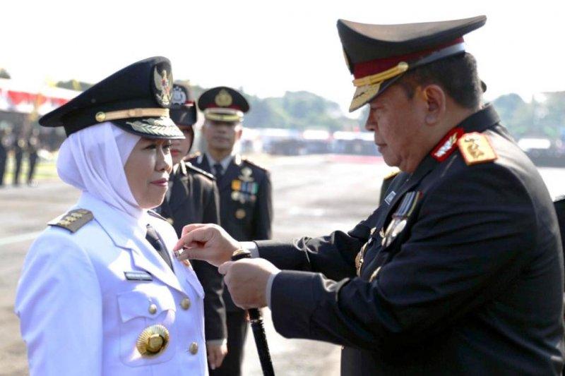 Gubernur Jatim terima pin emas kehormatan dari Kapolri