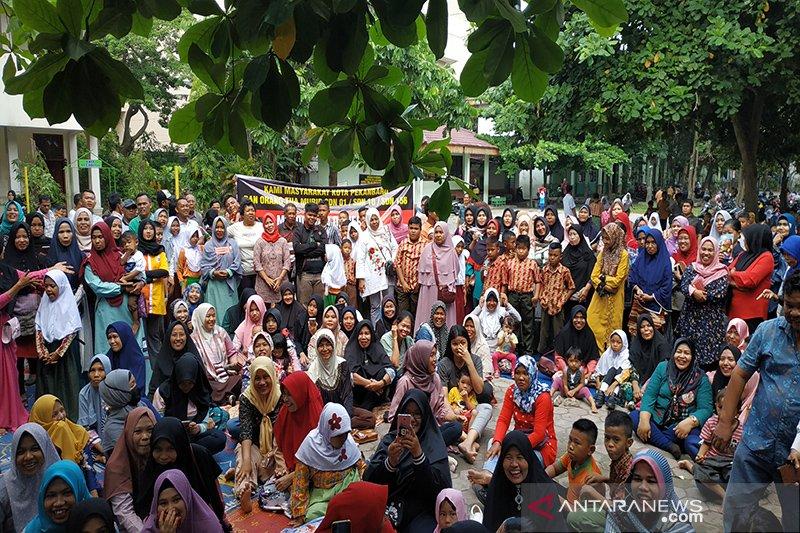 Ratusan orang tua murid protes alih fungsi SD di Pekanbaru jadi pasar