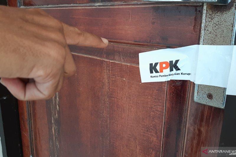 Penyidik KPK segel ruang kerja Gubernur Kepri pasca-OTT