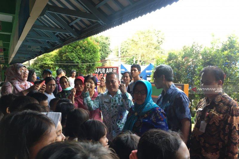 Sudin Pendidikan Jaksel berikan bantuan untuk korban kebakaran Tebet