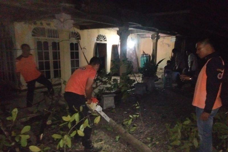 12 rumah dan tempat usaha rusak akibat puting beliung di Aceh Utara