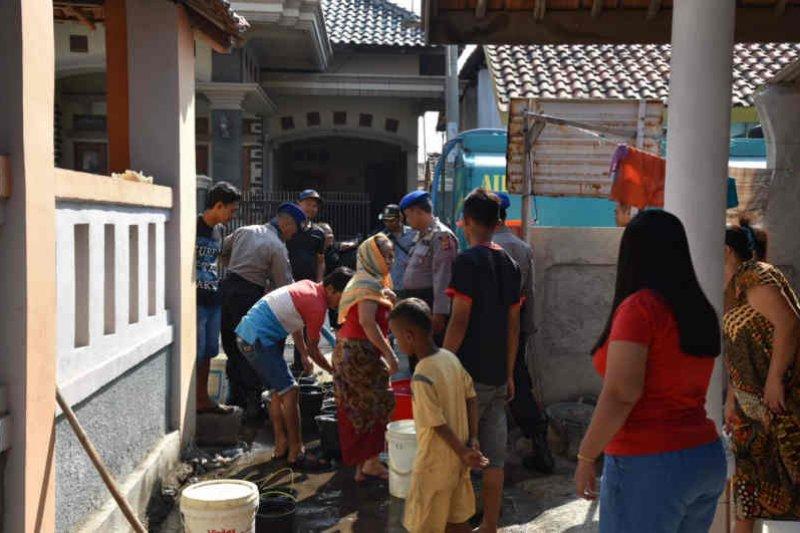 BPBD Cirebon salurkan bantuan air bersih ke desa yang alami kekeringan