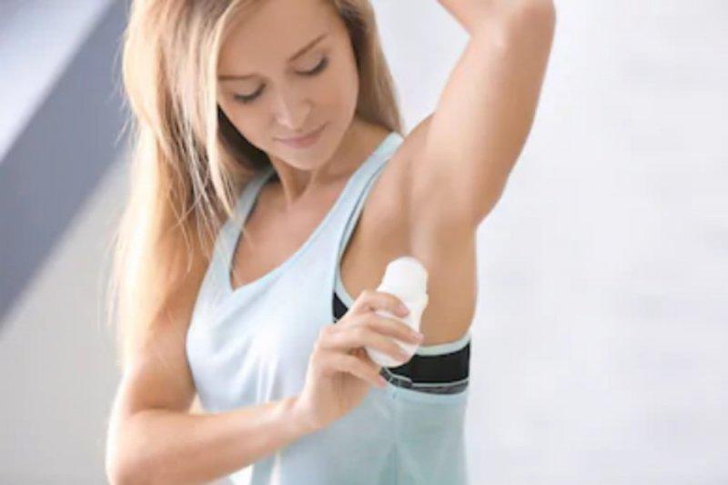 Pakar sarankan pemakaian deodoran pada malam hari