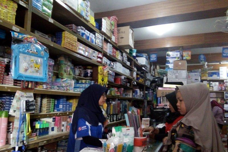 Tahun ajaran baru, penjualan alat tulis meningkat di Pasar Raya Padang