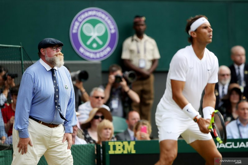 Federer tantang juara bertahan di final Wimbledon