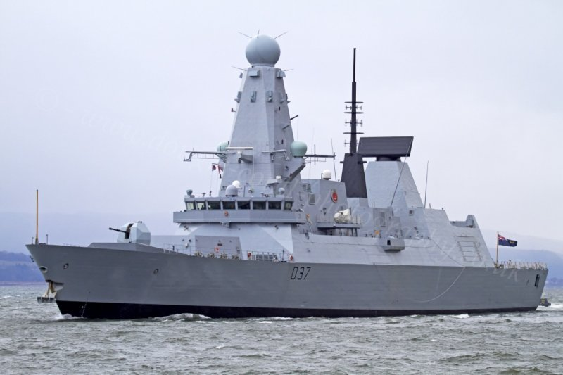 Kapal perang Inggris siap kawal kapal tanker di Teluk