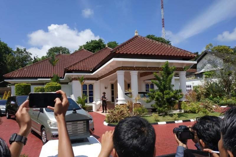 KPK geledah rumah dinas Gubernur Kepri