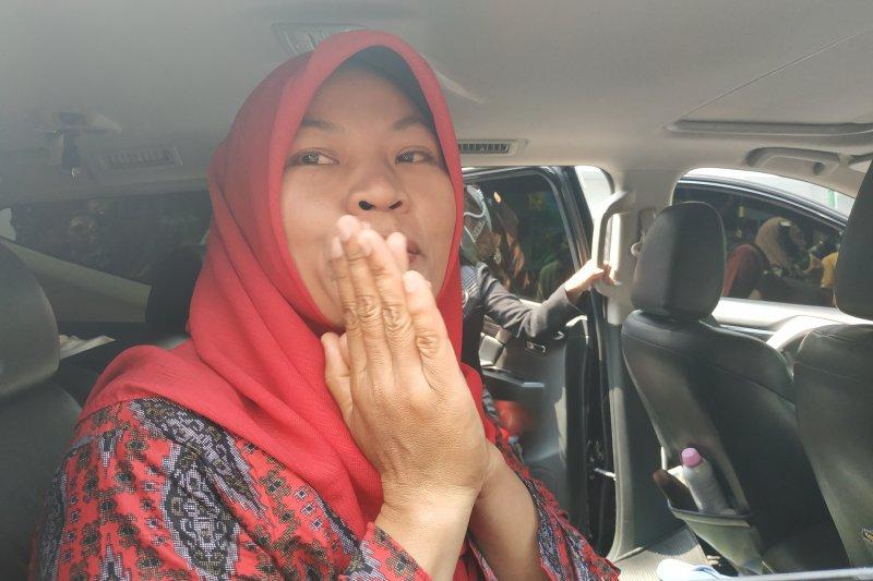 Baiq berharap dapat amnesti saat putrinya kibarkan Merah Putih