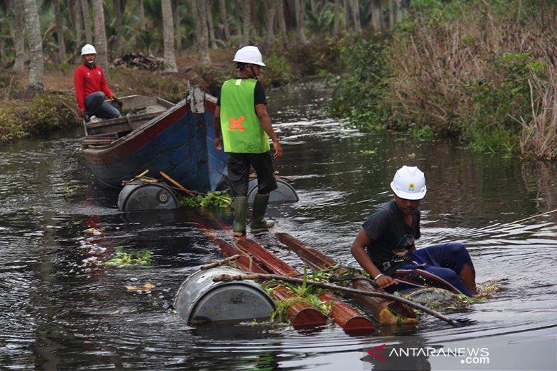 """Inhil daerah """"1.000 parit"""" tersulit untuk program listrik desa di Riau, ini sebabnya"""
