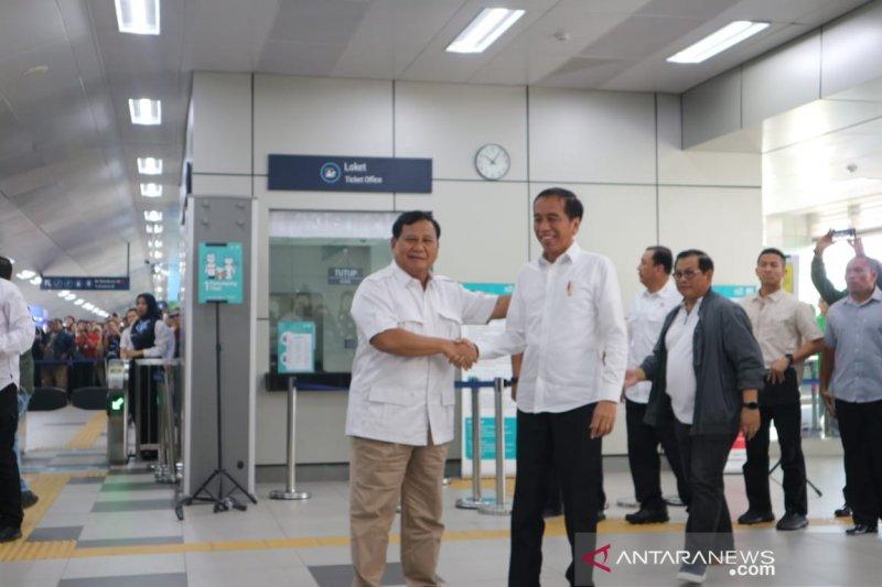 Makna MRT dan sate dalam pertemuan Jokowi dan Prabowo