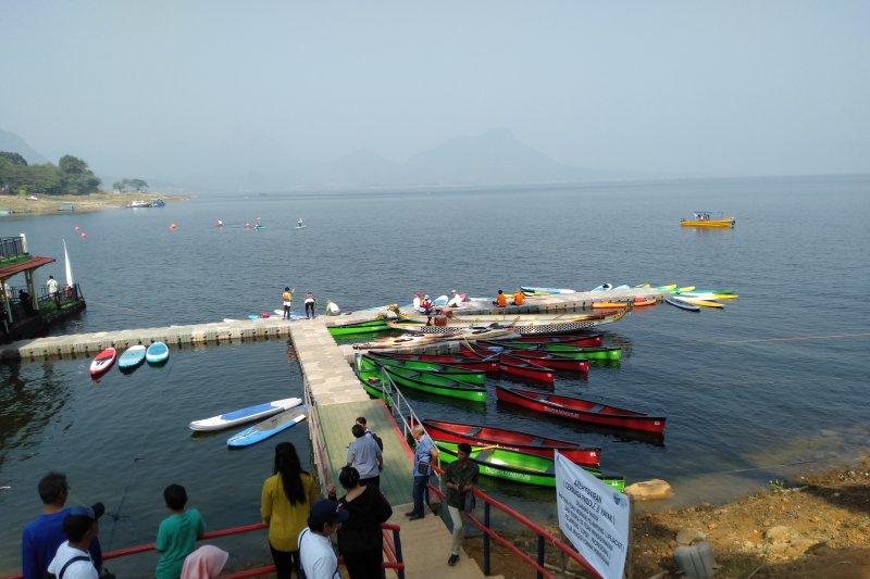 Wisata air waduk Jatiluhur dipromosikan lewat ekshibisi dayung-kayak