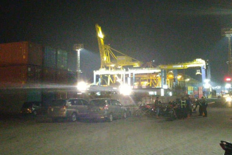 KSOP Tanjung Emas pastikan container crane roboh tak ganggu aktivitas pelabuhan