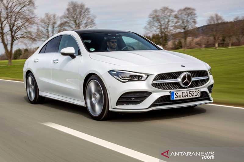 Pasar segmen mobil premium kembali dipimpin Mercedes-Benz