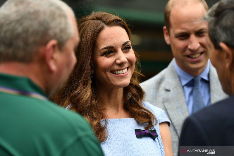 Pangeran Williams dan Kate Middleton menyaksikan final Wimbledon