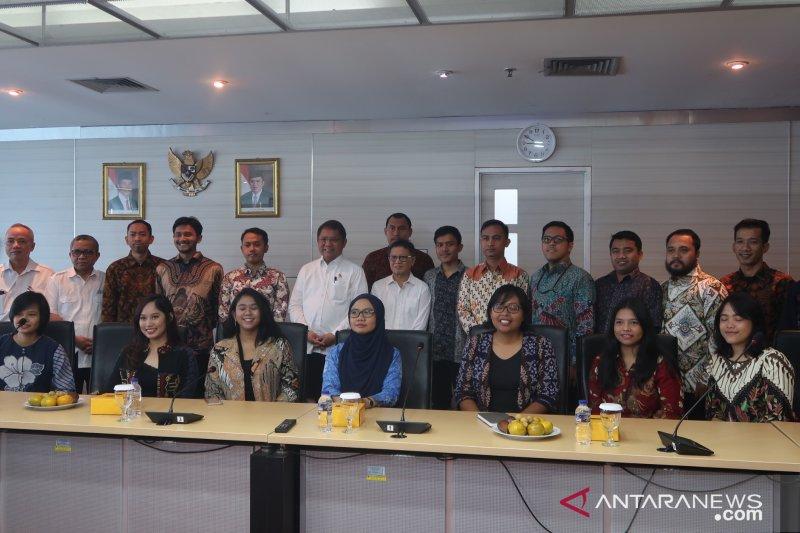 Kominfo berangkatkan 18 mahasiswa ke China dan India