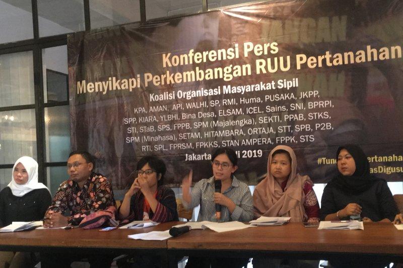 Polemik RUU Pertanahan, ditentang petani didukung real estat