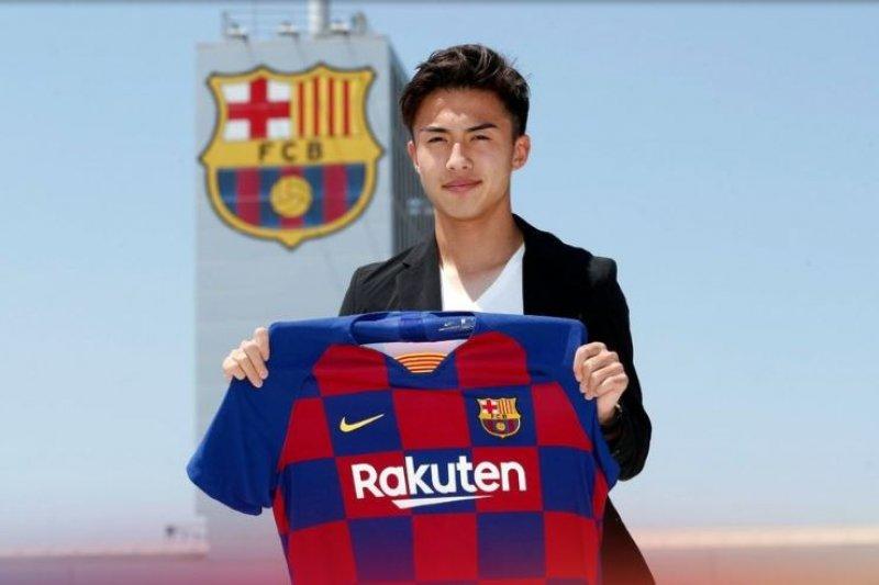 Barcelona rekrut pemain muda Jepang Hiroki Abe