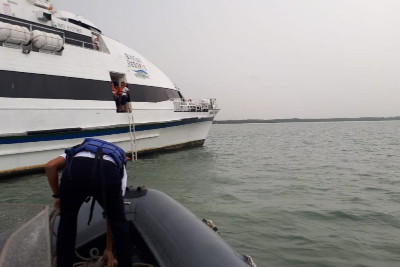 SAR evakuasi 40 penumpang kapal kandas di Perairan Bintan