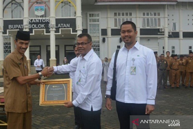 Sukseskan program jaminan sosial, Solok Selatan terima penghargaan BPJS Ketenagakerjaan