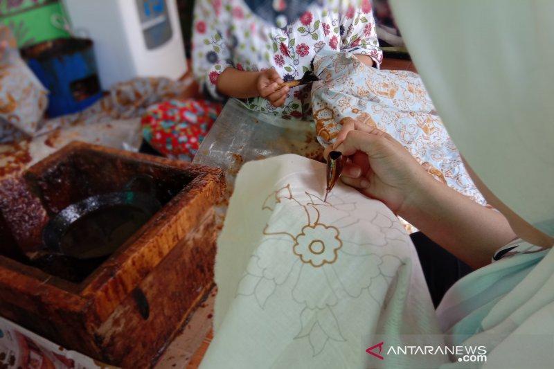 Mengenal 40 motif batik betawi Terogong di Jakarta Selatan