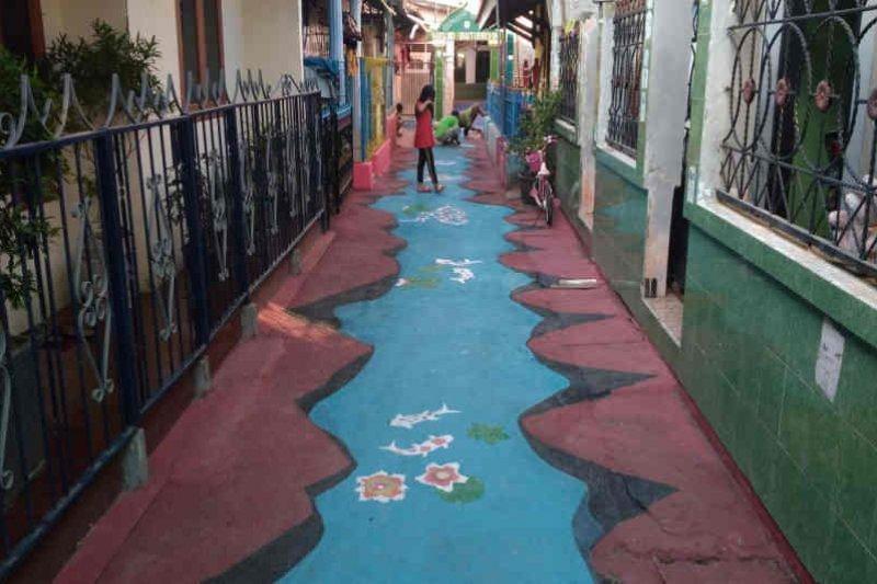 Warga Cirebon buat lukisan 3D untuk percantik kampung
