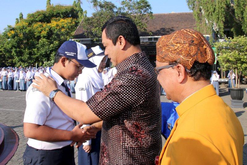Wali Kota Semarang antar anak di hari pertama masuk sekolah