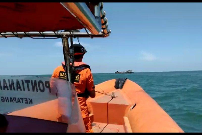 Kapal berpenumpang 25 orang karam