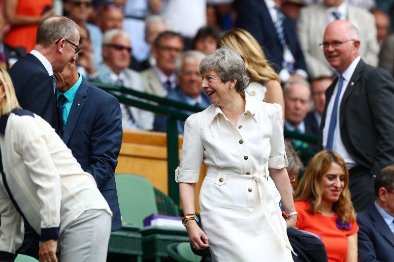 PM Inggris Theresa May berjoget jelang akhir jabatan